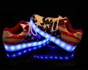 Стильные,  светящиеся кроссовки с LED подошвой.