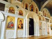 Элементы церковного убранства – киоты,  иконостасы,  алтари