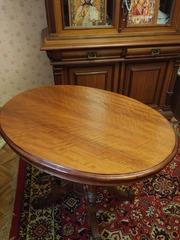Антикварный овальный стол,  Орех. 19 век.